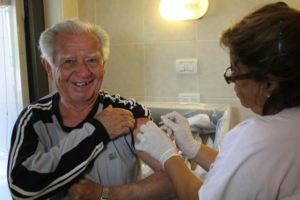 Vacunacion-abuelos-B-599x400